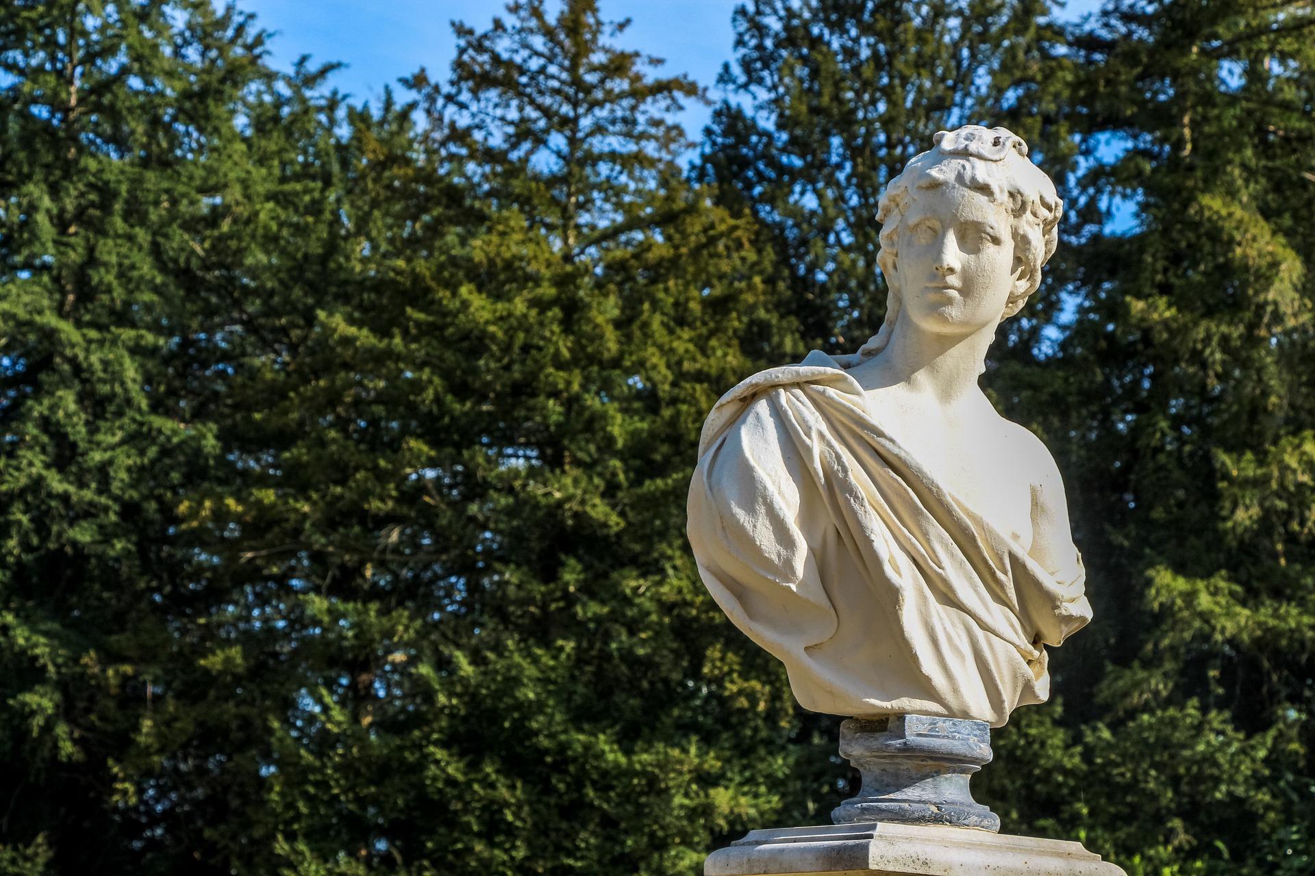 Image illustrative d'une statue dans un parc